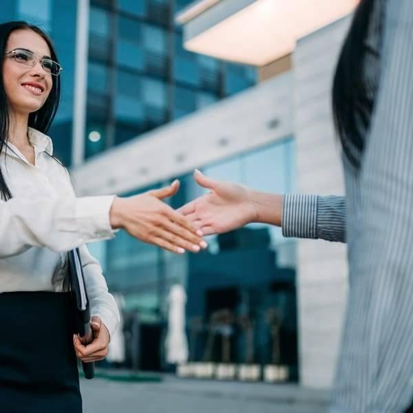 skaf nye kunder med en stærk identitet